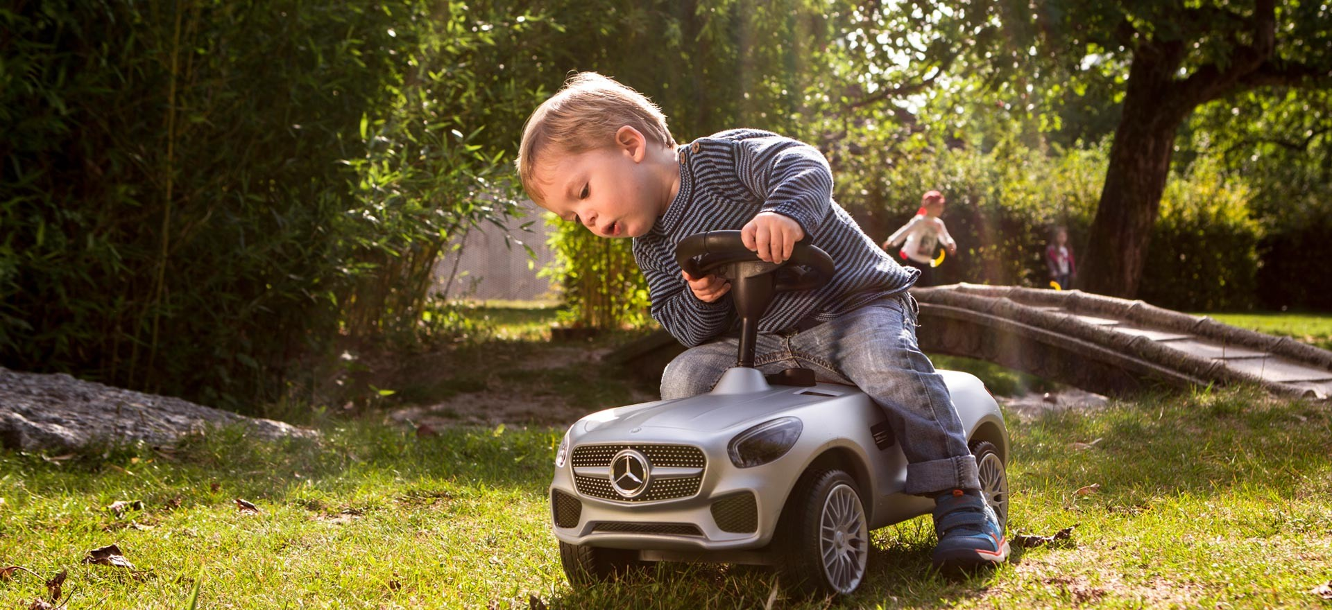 Accessori e abbigliamento della collezione Mercedes-Benz dedicata ai bambini